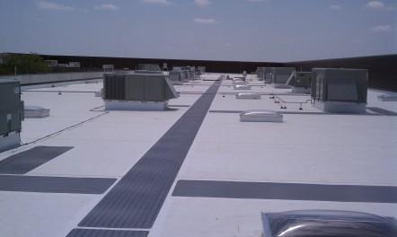 TPO Flat roof with walk pads 442x264 TPO walls